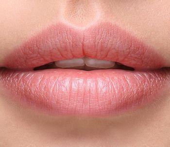 Aumento de lábios: como conseguir resultados naturais