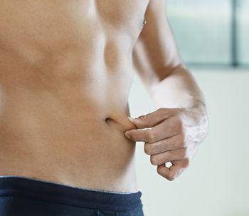 Mitos sobre a barriga masculina: a cirurgia pode eliminá-la?