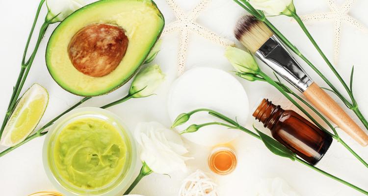Cuidados naturais para o cabelo durante a quarentena