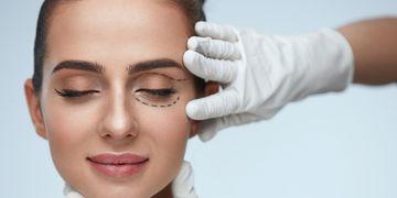 Levantamento de sobrancelha ou blefaroplastia? Como saber o que é certo para você