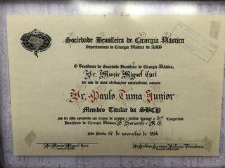 Titular da Sociedade Brasileira de Cirurgia Plástica