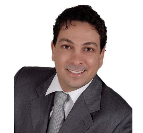 Dr. Vinícius Costa E Silva De Freitas