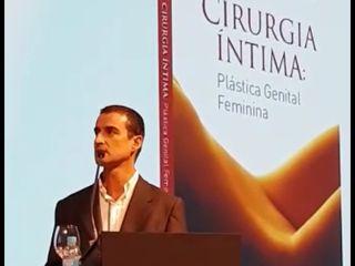 Dr André Colaneri dala sobre o seu livro de Cirurgia Intima