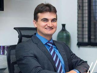 Cirurgião Plástico Dr. Ricardo Gozzano