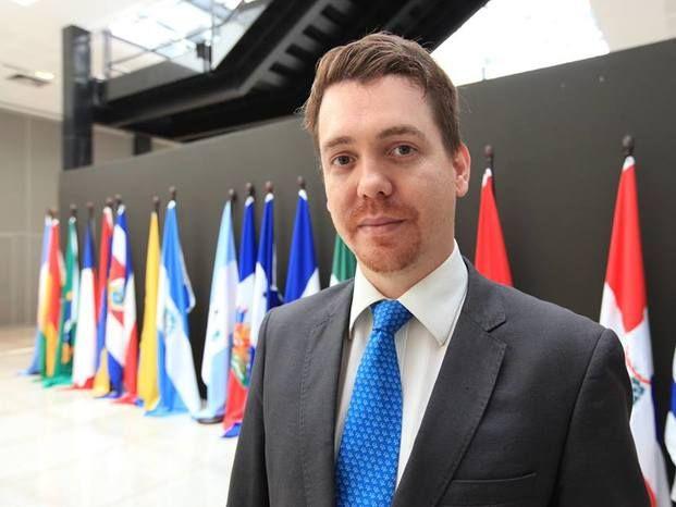 Dr. Nivio Lemos Moreira Júnior