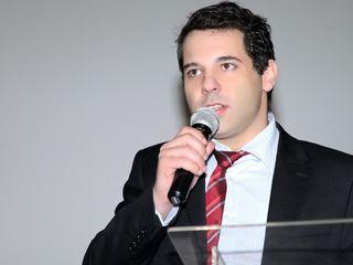 O cirurgião plástico doutor Alexandre Mansur, palestrando em evento do setor médico