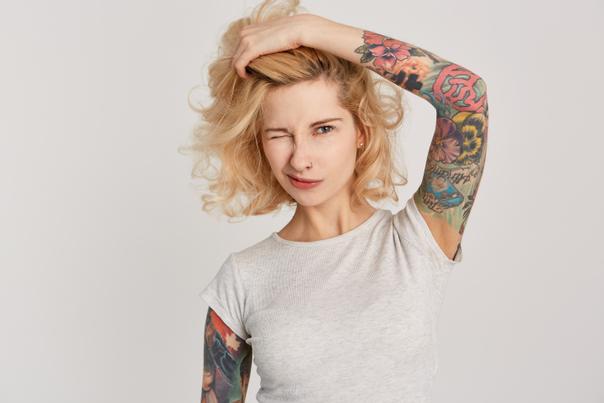 técnica para tirar tatuagem