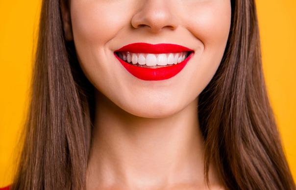 deformação na cara